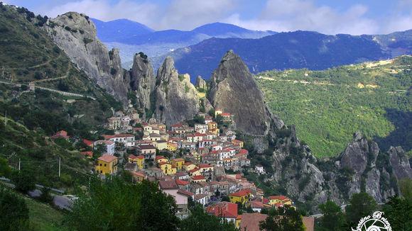 Luchtdoop over de Dolomiti Lucane, alternatief op bungeejumpen - Italië met Dolcevia.com