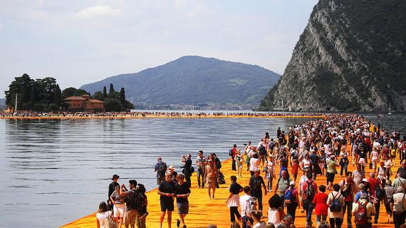 De 'Floating Piers' gaat aan succes ten onder | TIME