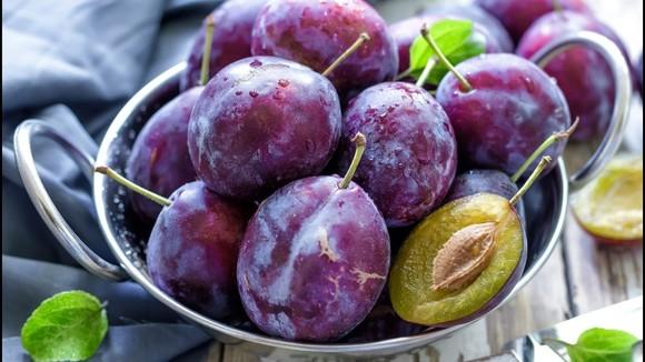 Recept voor salade van pruimen, vijgen en Fontina kaas - Italië met Dolcevia.com
