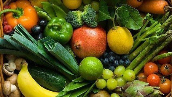 Bekende Italiaanse TV chef Giancarlo Vissani gaat wel ver in zijn campagne tegen veganisme. ´Grapje´ noemde hij het later.